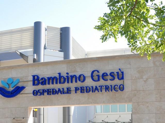 Bimba di 8 mesi cade dal seggiolone e sbatte la testa, è grave a Roma
