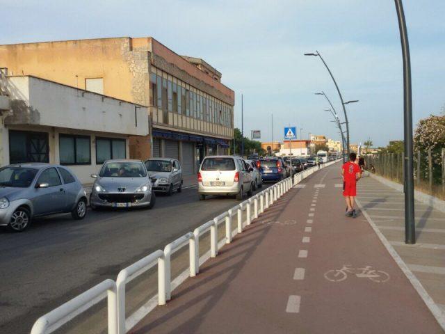 FOTOGALLERY/ Auto contromano al lido, traffico in tilt: la segnalazione dei nostri lettori