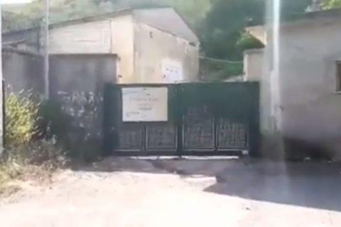 FOTO/Fonte di Vetere presa di mira dai vandali, Acqualatina: «Così si danneggia tutta la popolazione e si disperde la risorsa idrica»